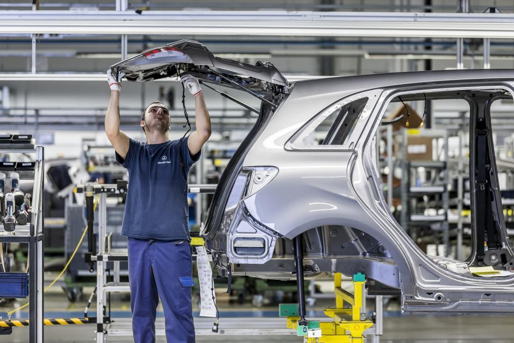 KOCKÁZAT Ha az európai autóiparral szemben is védővámot rendel el az amerikai elnök, Donald Trump, akkor az ágazattól nagyon füg