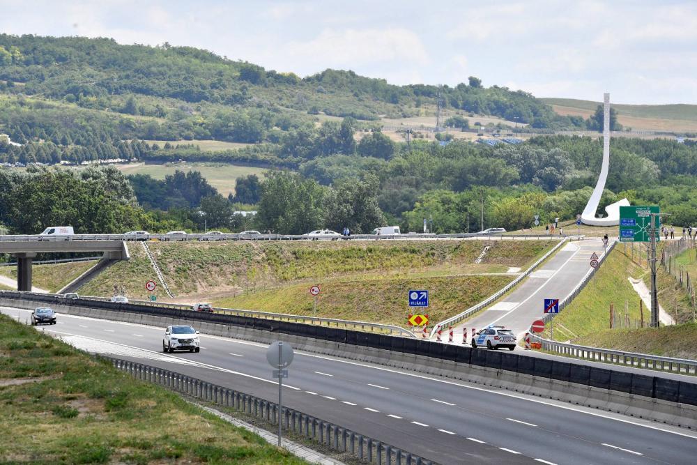 1240765 5 milliárdból épült egy körforgalom, hogy több turista mehessen a Hungaroringhez