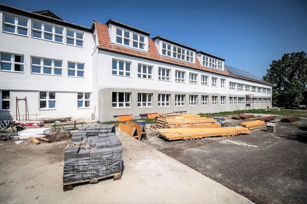 Szírmabesnyő iskolafelújítás