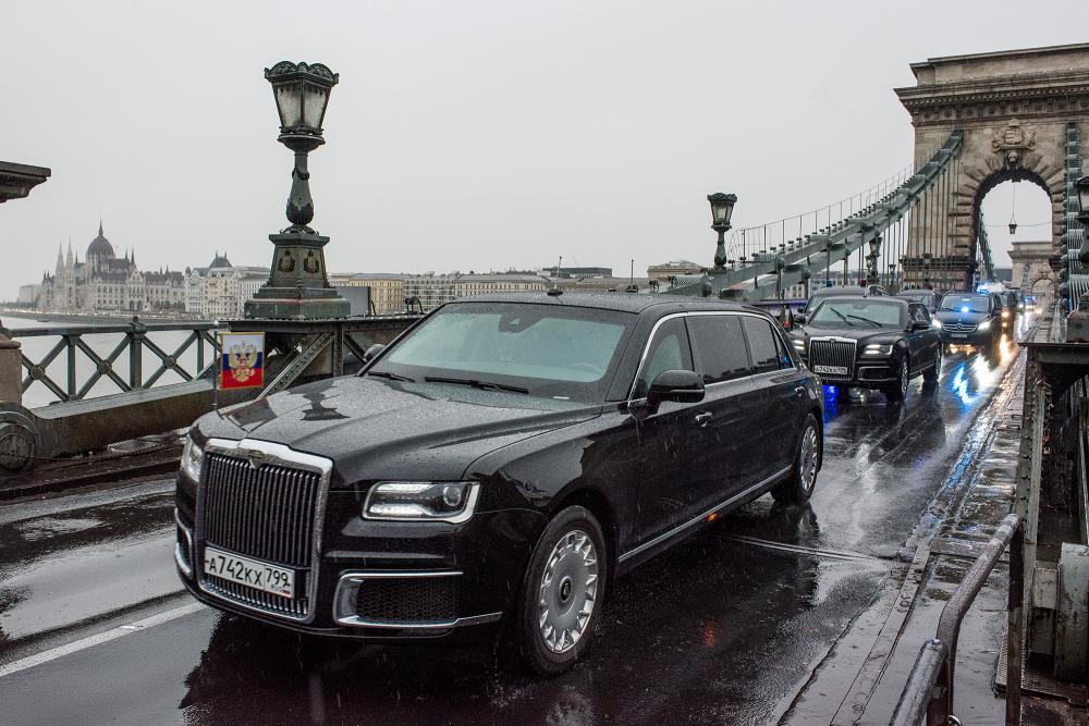 Putyin konvoja végighaladt a lezárt városon