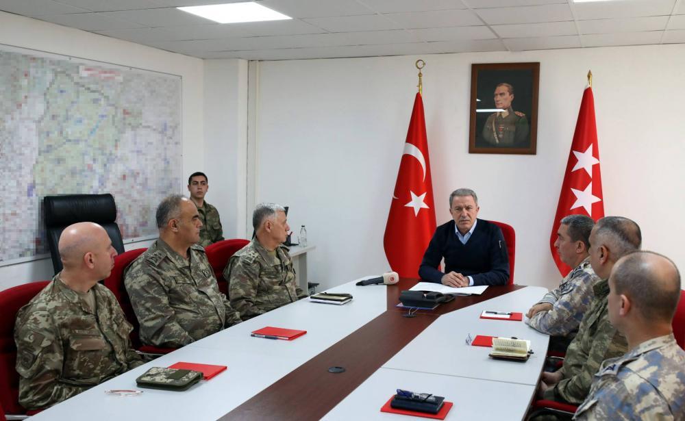 Hulusi Akar védelmi miniszter
