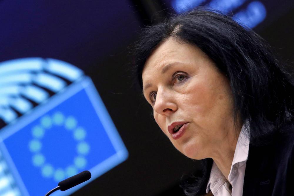 Vera Jourová a Spiegelnek: Igenis beteg a magyar demokrácia