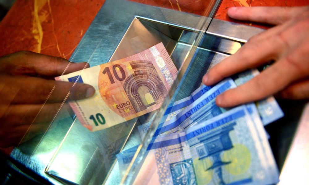 hogyan lehet pénzt keresni euróval és dollárral