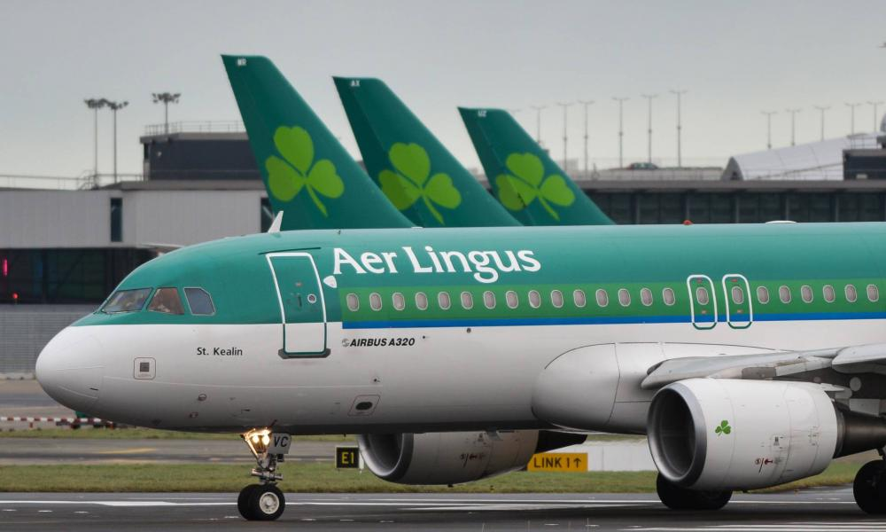 888881d26e8d Kényszerleszállás után egy repülő szárnyán rekedtek az utasok - a vizsgálat  szerint volt rá okuk