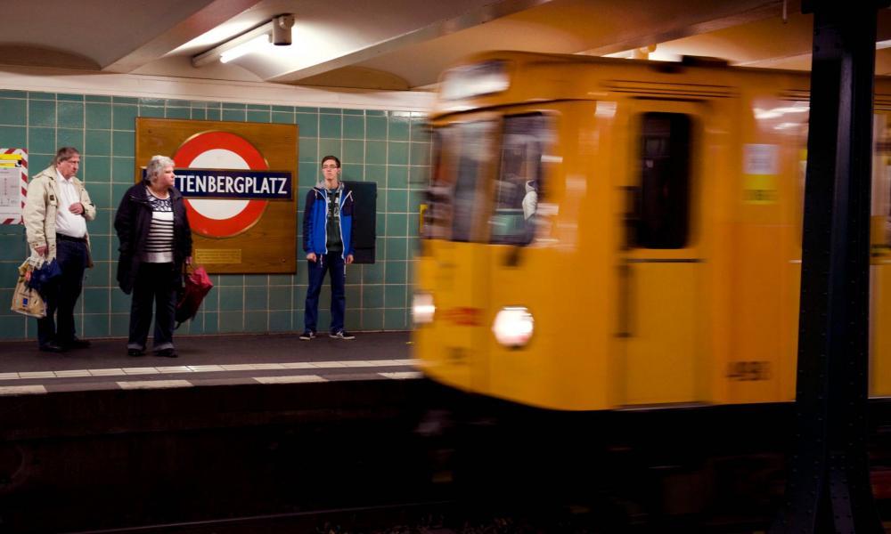 Egy jól kifejlett kannabisz-tövet felejtett valaki a metrón, a berlini BKV keresi a tulajdonosát