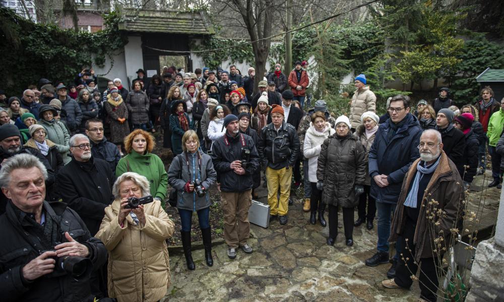 Botlatókövet avattak Szerb Antal halálának 75. évfordulója alkalmából