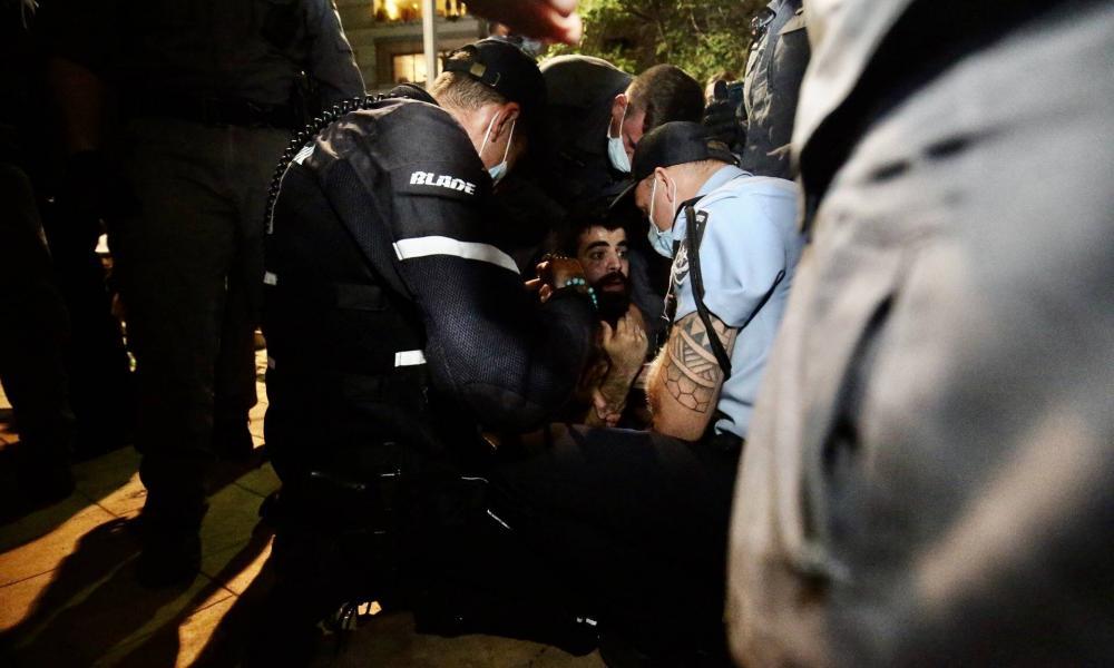Brutálisan verte szét a rendőrség a tömegtüntetéseket Tel-Avivban