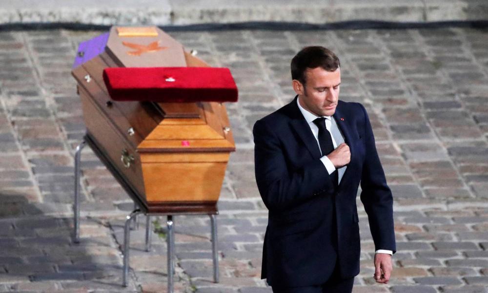 Bírálják az egyházak Macron törvényét