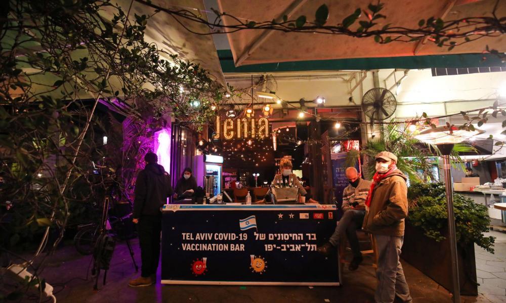 Izraelben lazítanak, megnyíltak az uszodák és a konditermek is