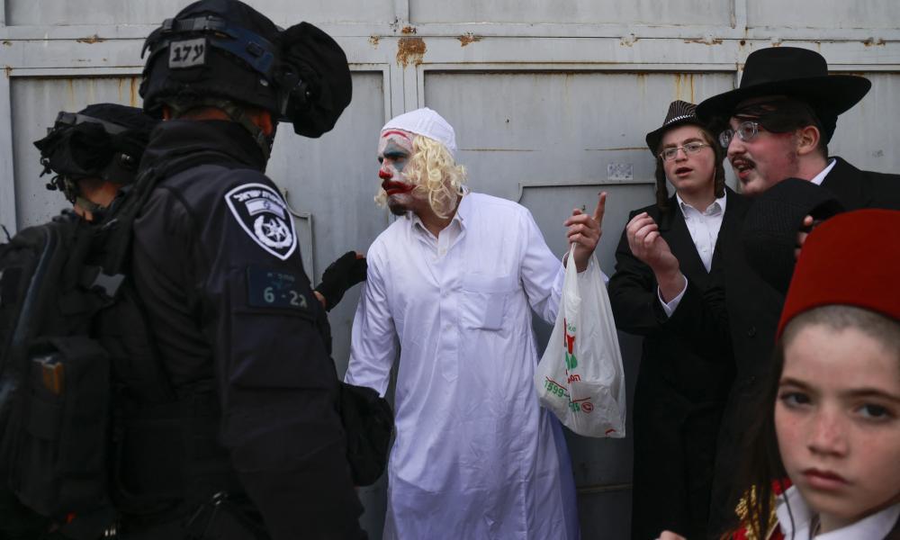 Maszkok, jelmezek, részegek és tüntetés a zsidó farsangon