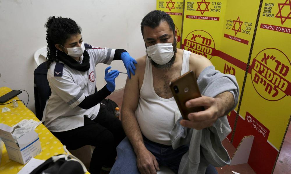 Ötmillió beoltott, javul a helyzet Izraelben