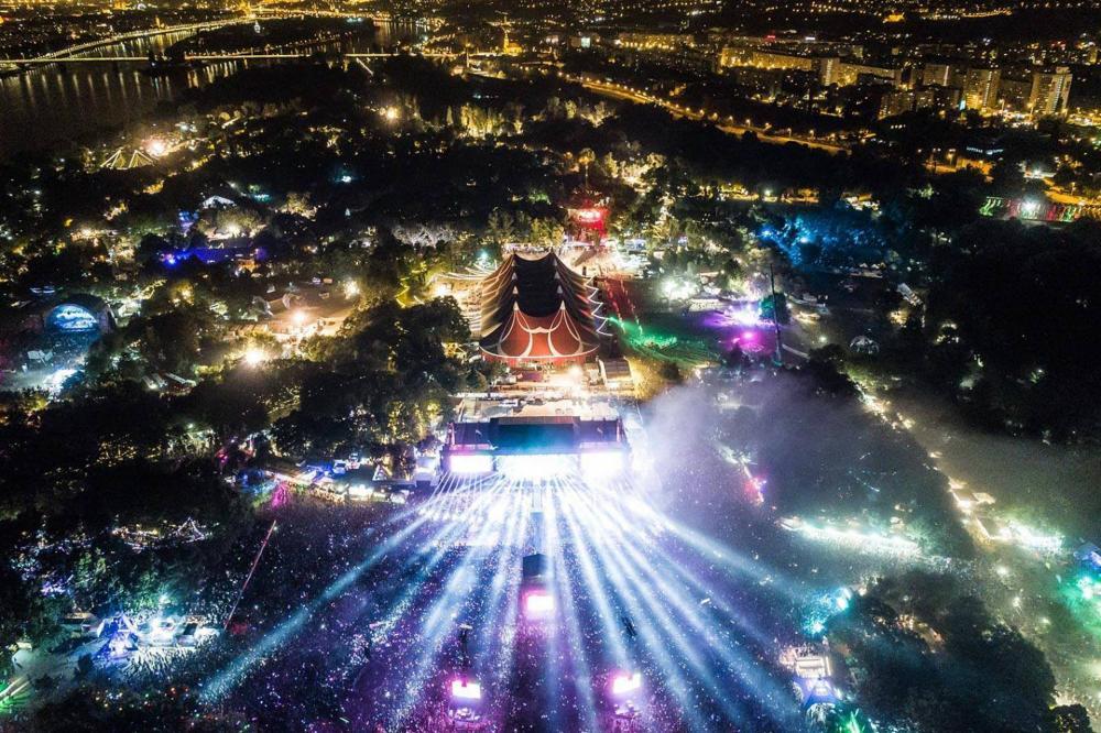 lényegében fesztivál egyetlen éjszaka jegyek)