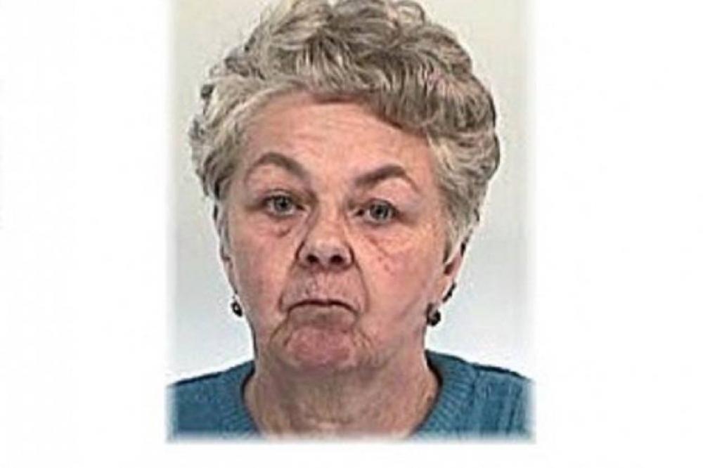 idős asszony keresés