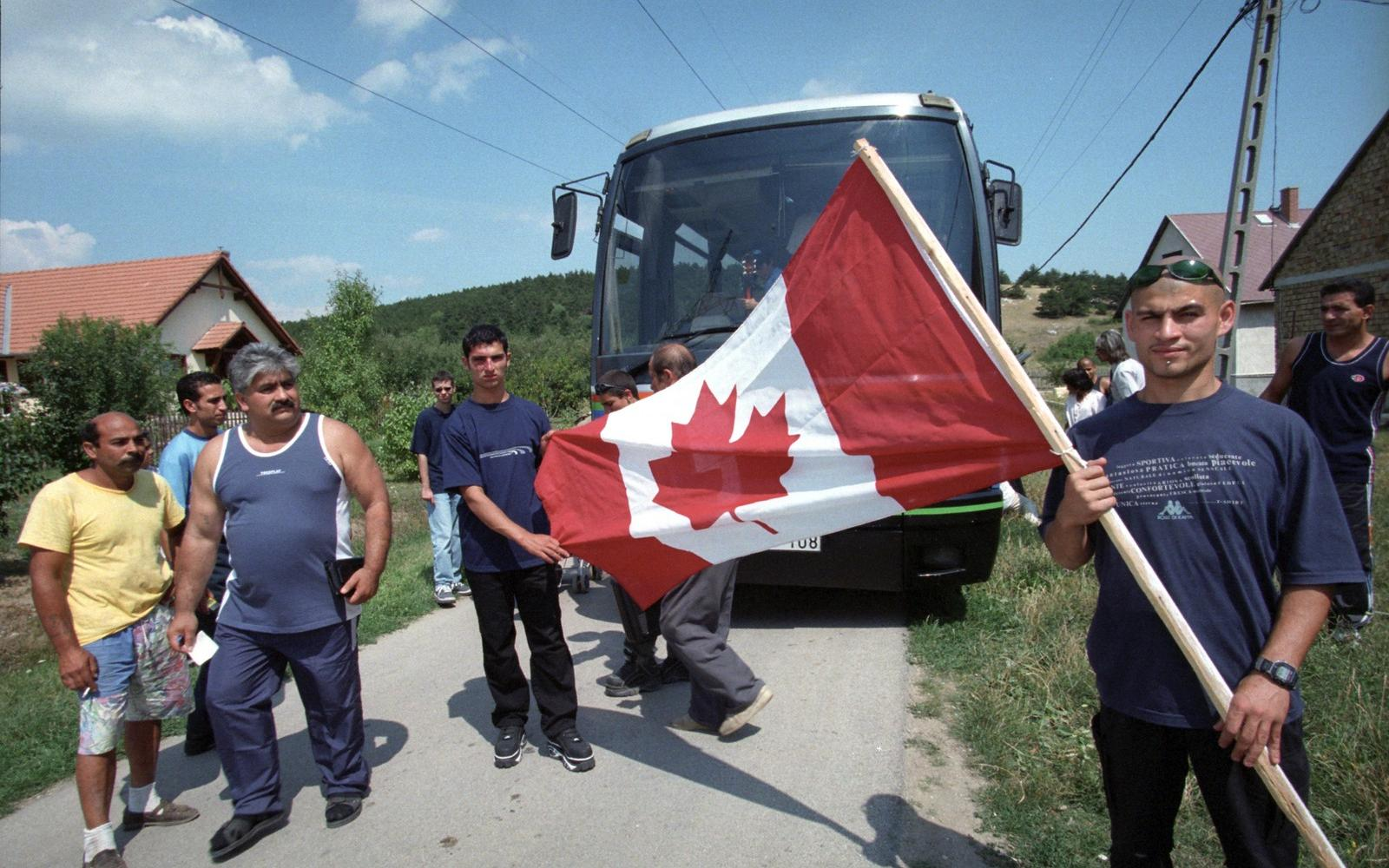 Népszava 20 év alatt 26 ezer magyar akarta menekültként ...