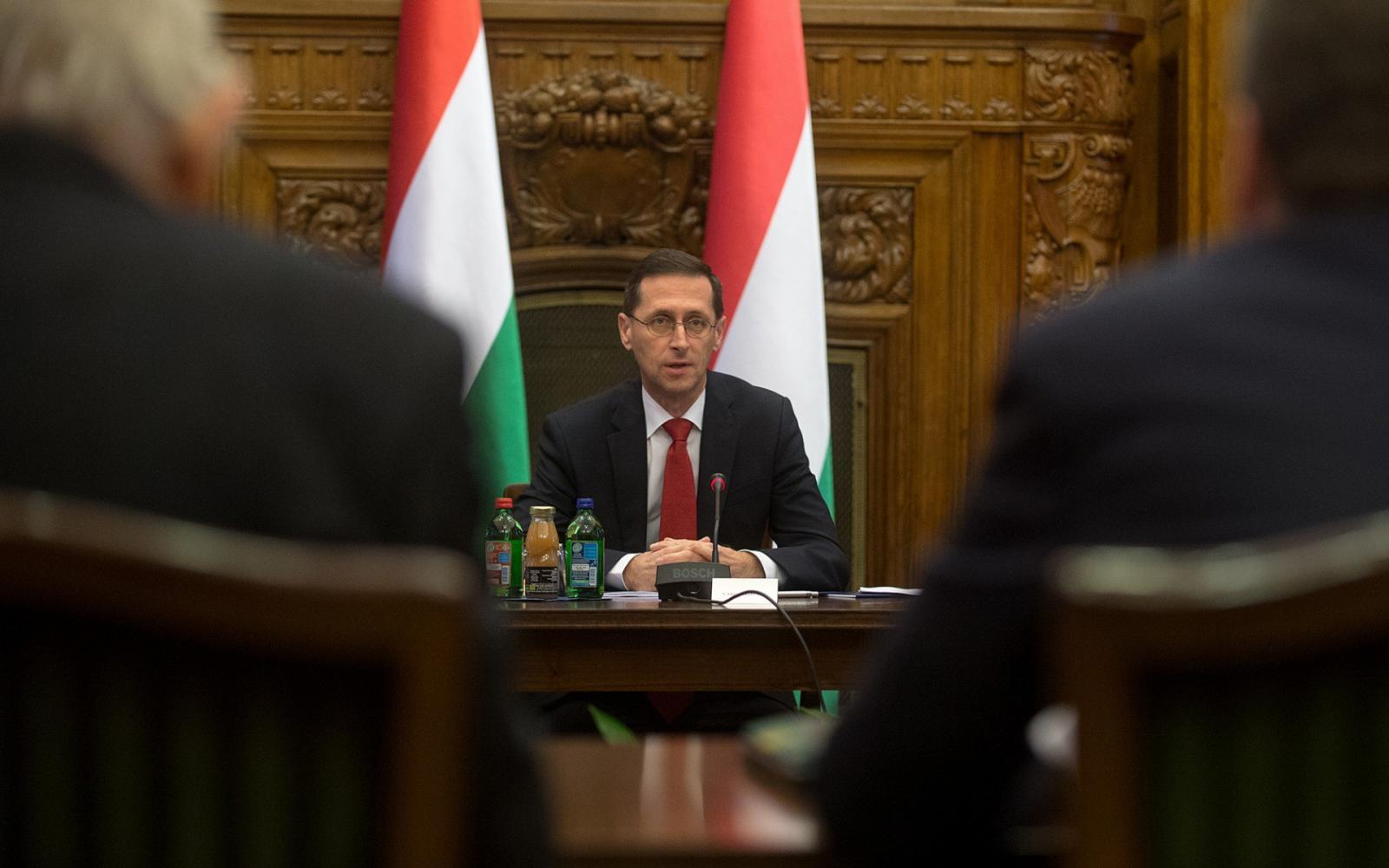Népszava Orbán beteg, a kormányülést is kihagyta