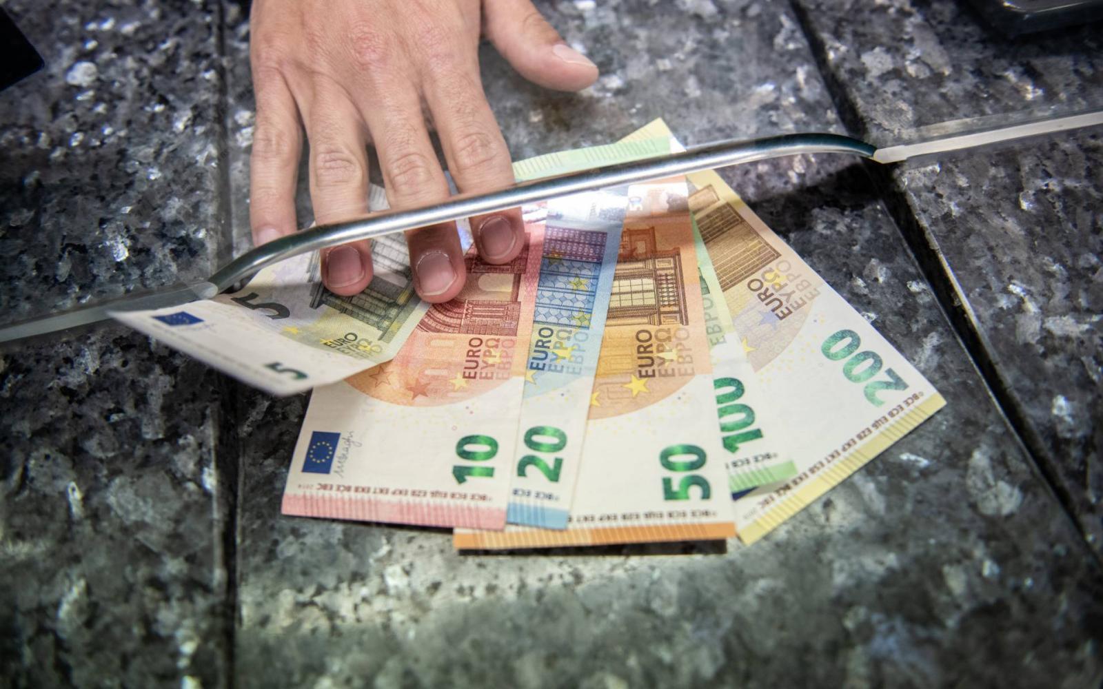 munka otthonról 400 euró hogyan kell túlhúzni egy számlát a bináris opciókkal