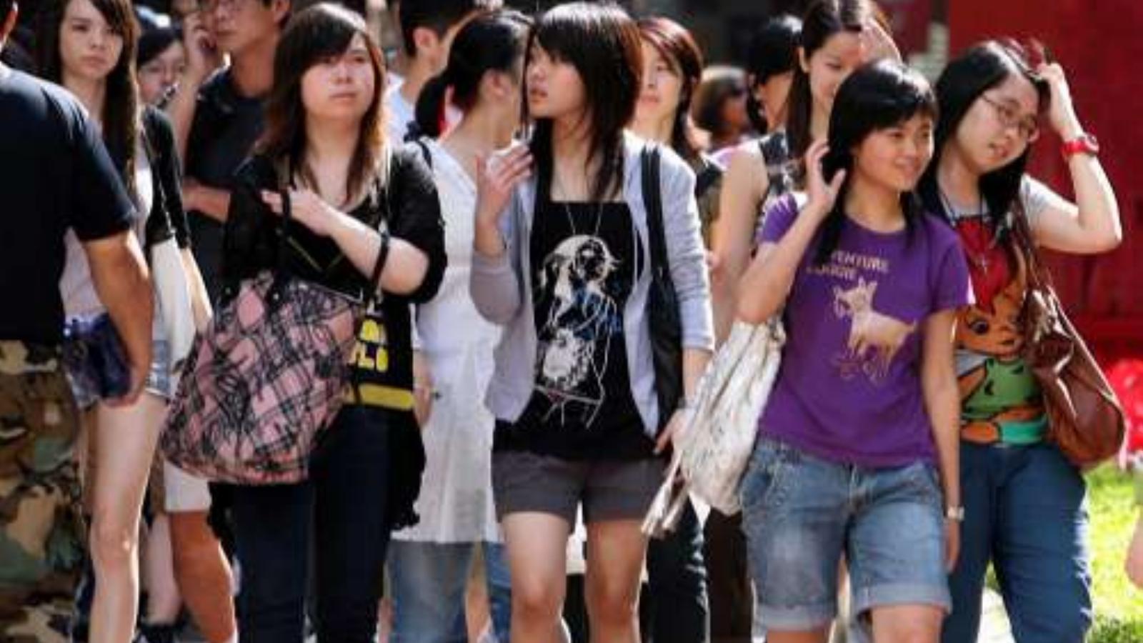 Ázsiai lányok kénytelen szex