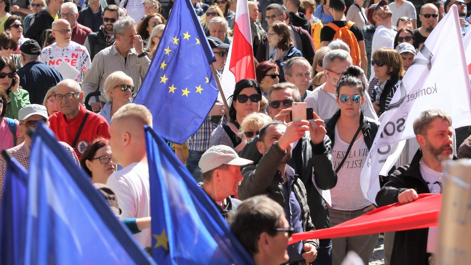 b305cda89b Nemrégiben Gdanskban vonultak fel az Európa-pártiak. Fotó: MICHAL FLUDRA /  AFP/NURPHOTO