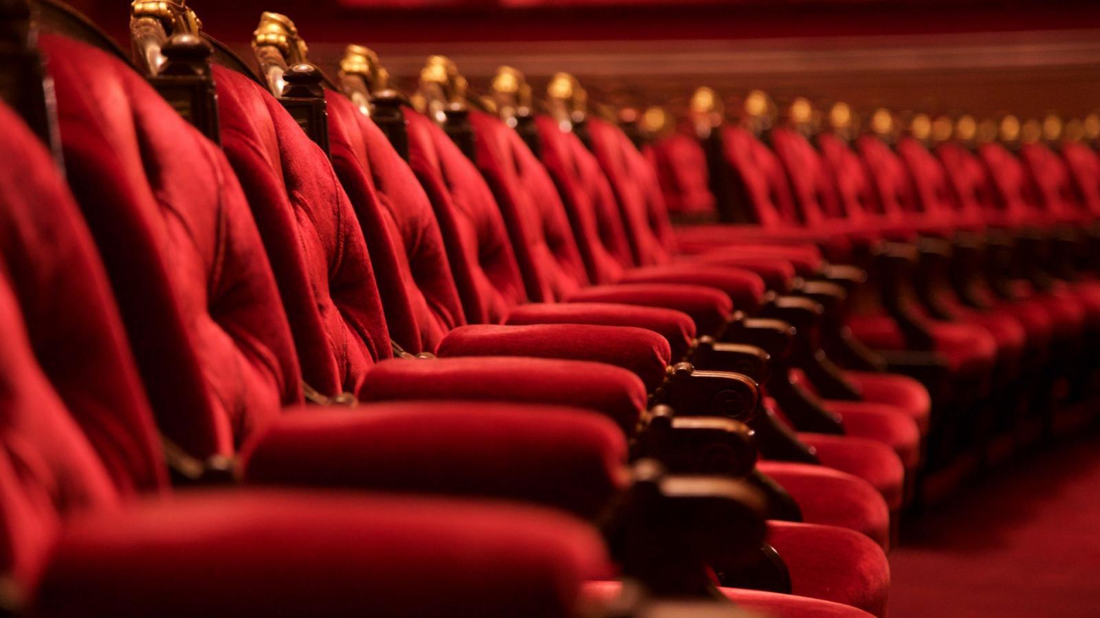 Várhatják a pénzüket a színházak