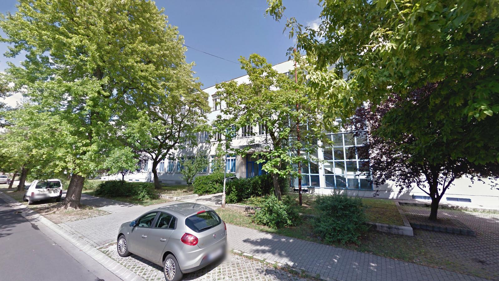 fdc57565ede5 Népszava Évzáró közben fosztották ki egy budapesti iskola diákjait