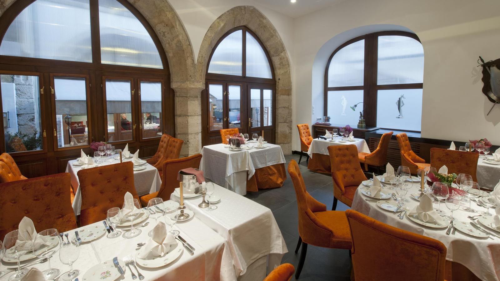 Szerettem az Alabárdos étterem régi külsejét a Budai Várban f0e3bed089