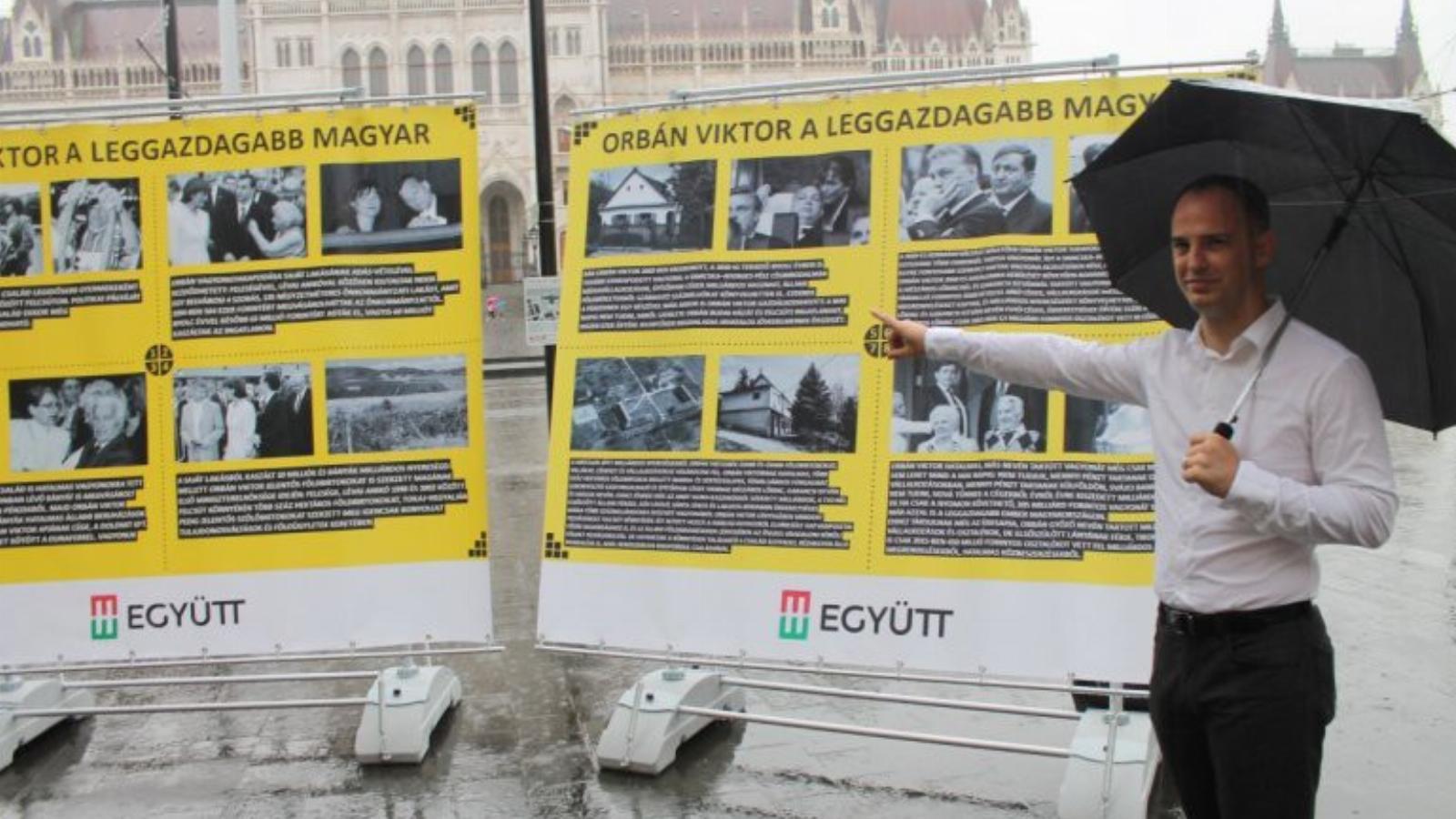 ef85d7c69d Szigetvári csütörtökön a Ház előtt a vagyontablókkal – a hivatalos  hírügynökséget nem érdekelte FORRÁS: EGYÜTT