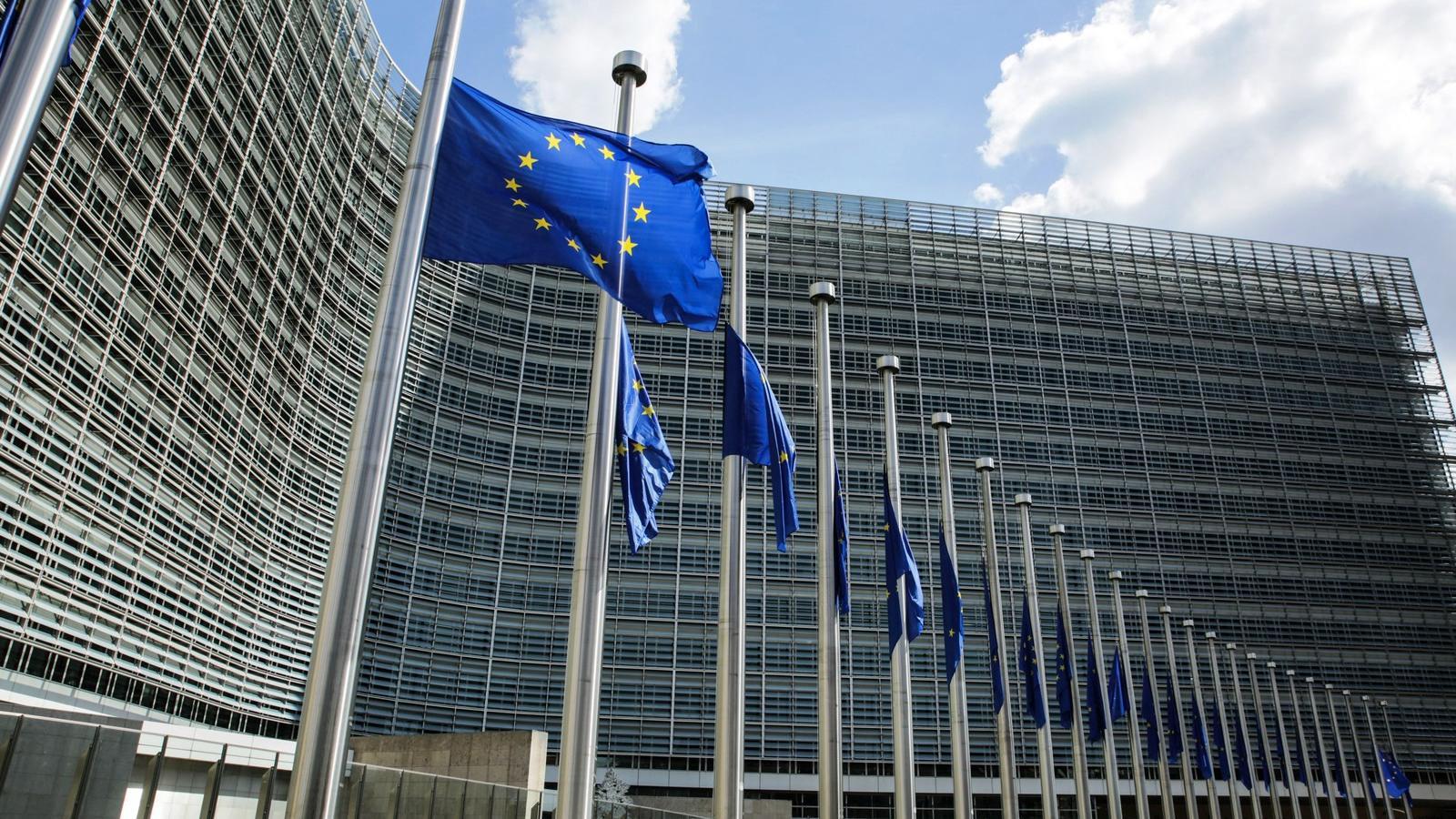 """Képtalálat a következőre: """"Jogállamiság: Az Európai Bizottság újabb lépést tesz a lengyel Legfelsőbb Bíróság függetlenségének védelme érdekében indított kötelezettségszegési eljárásban"""""""