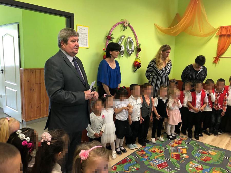 Két nap, három fideszes, öt óvoda - az ombudsman beismerte, hogy büntetlenül lehet kampánydíszletté alázni a gyerekeket