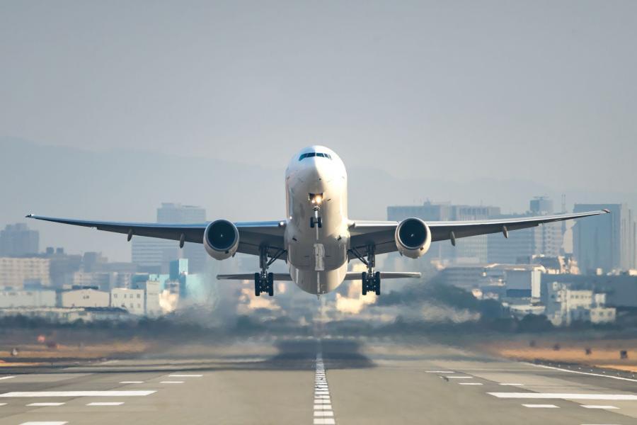 Szokjunk le a repülésről, üzenik tudósok - a klímabarát utazásért kalkulátor is készült