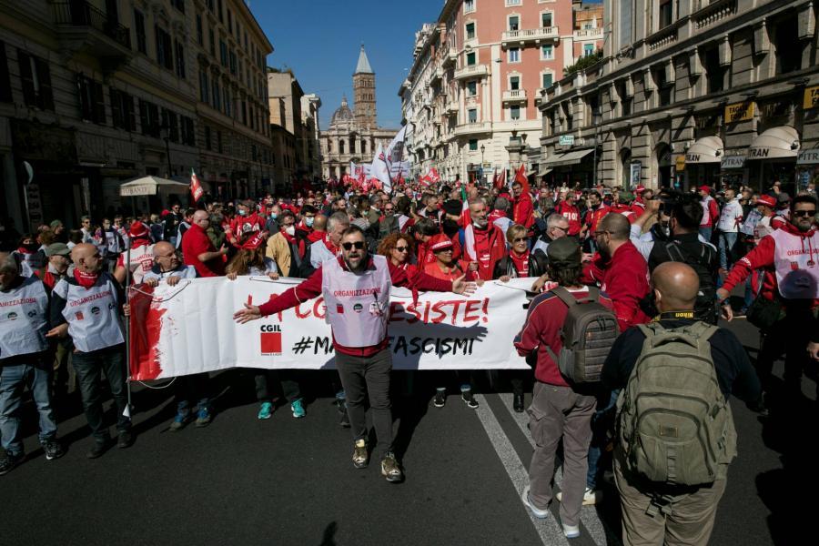 Százezrek tüntettek Rómában az újfasiszták ellen