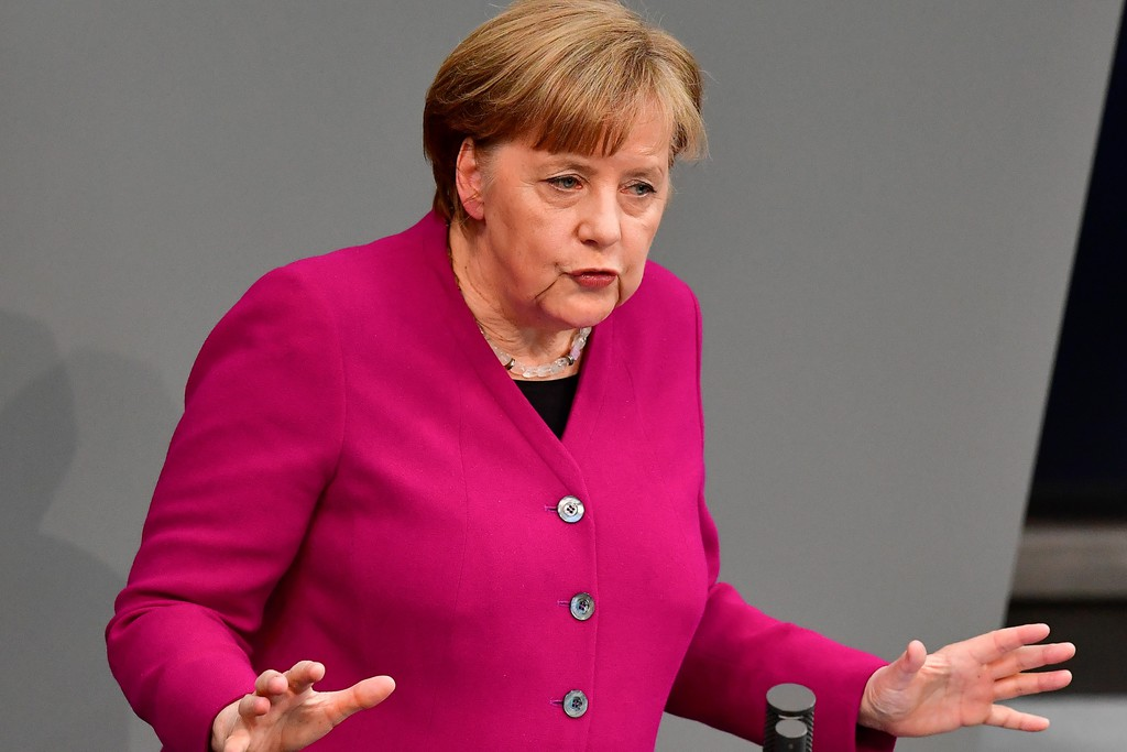 Angela Merkel diszkréten jobbra fordul?