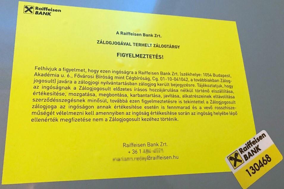 Fölcímkézte a Raiffeisen Bank a miskolci megyei kórházban a daganatos betegek kezeléséhez használt sugárterápiás gépeket. A sárga cédulán arról tájékoztatnak, hogy a gépre zálogjog bejegyzés került.